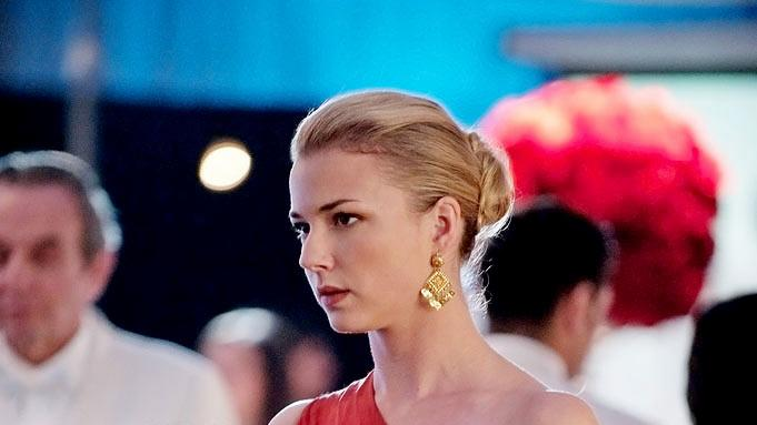 "Emily VanCamp as Emily Thorne in the Season 1 episode ""Chaos."" Revenge"
