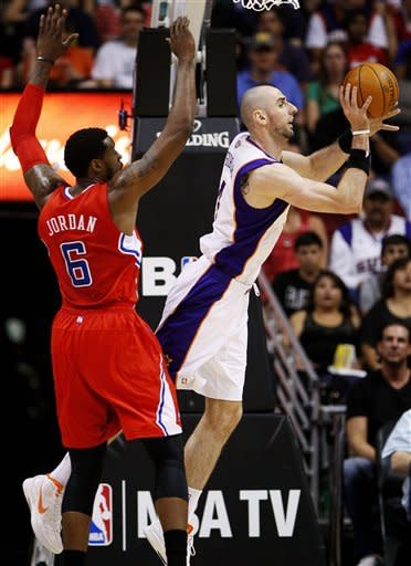 Suns end Clippers' streak with wild 93-90 win