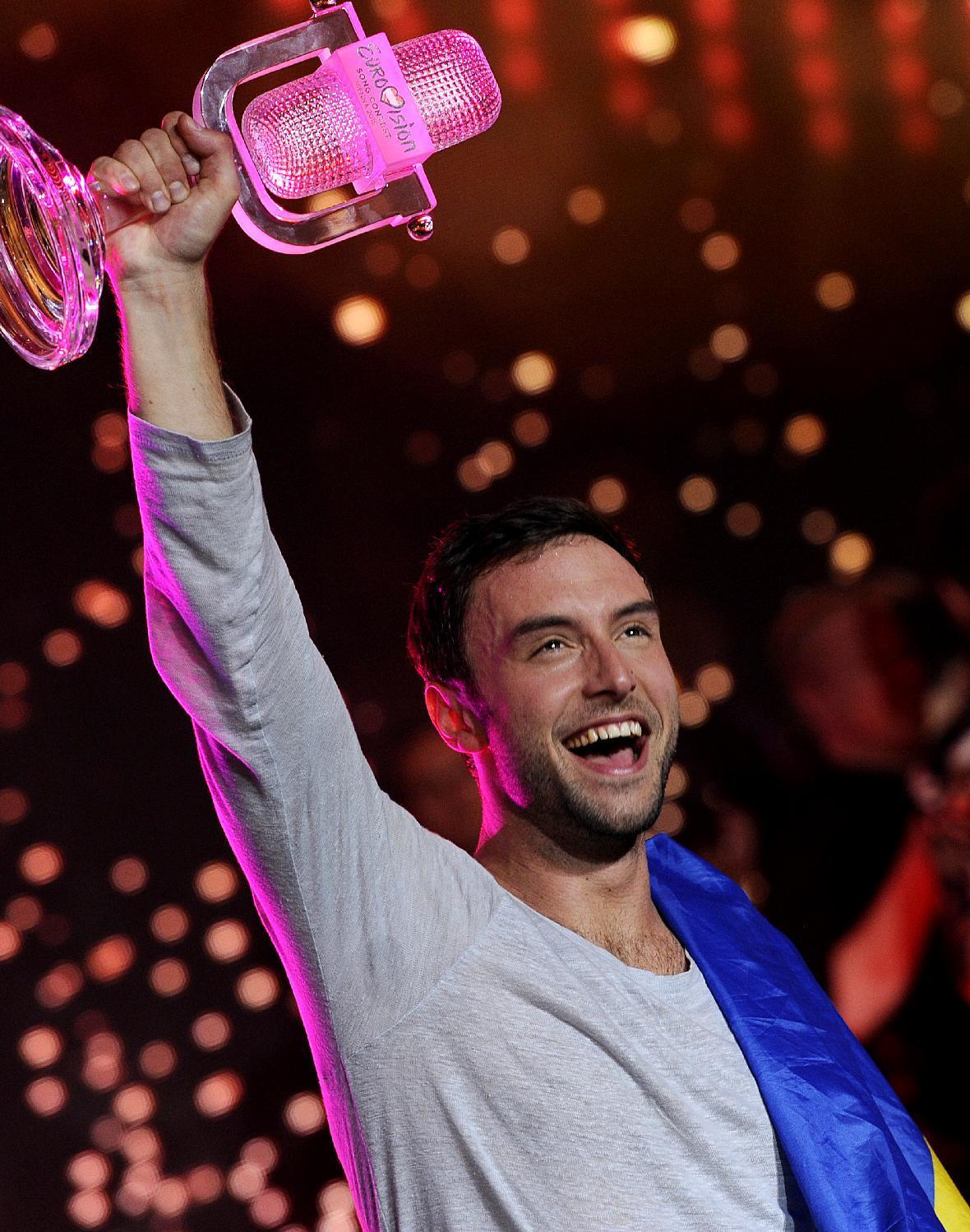 Sweden pips Russia in Eurovision pop fest nail-biter