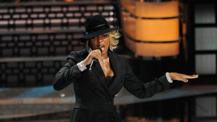 Mary J Blige performs at the 2010 MTV Video Music Awards held at Nokia Theatre L.A. Live on September 12, 2010 in Los Angeles, California.
