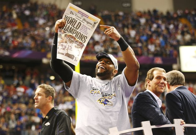 Baltimore Ravens inside linebacker Ray Lewis, head coach John Harbaugh (L), and owner Steve Bisciotti (R) celebrate after their team defeated the San Francisco 49ers in the NFL Super Bowl XLVII football game in New Orleans, Louisiana, February 3, 2013.  REUTERS/Jeff Haynes (UNITED STATES  - Tags: SPORT FOOTBALL)