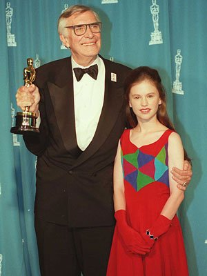 Martin Landau, left, with his 1995 Oscar, and Anna Paquin 