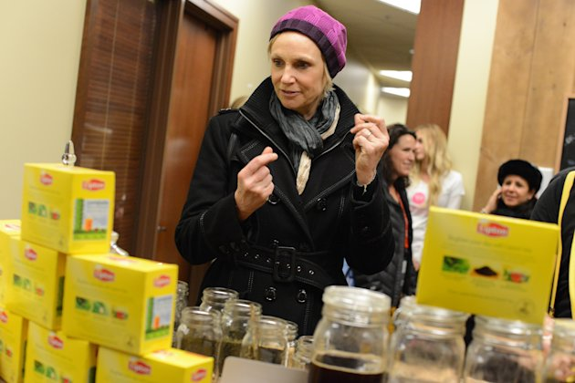 "IMAGE DISTRIBUTED FOR LIPTON: Actress Jane Lynch snaps into action customizing her own tea blend, which she dubbed ""Kick of Spice"" at the Lipton Uplift Lounge Tea Bar during Sundance on Sunday Jan. 20"