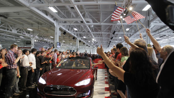 2013 auto sales will be strong, firm predicts
