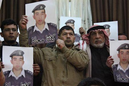 Pilot held by Islamic State puts Jordan's king in a tough spot