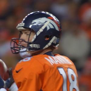 Denver Broncos quarterback Peyton Manning agrees to $4M pay cut for 2015 season