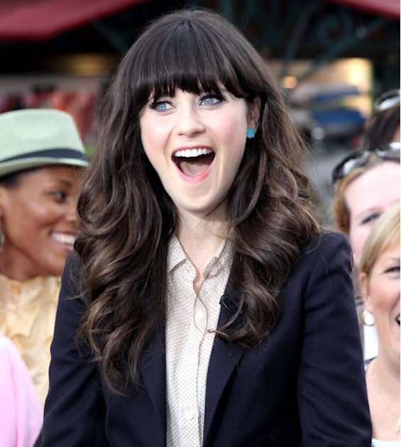 Zooey Deschanel stops by The Grove for Extra