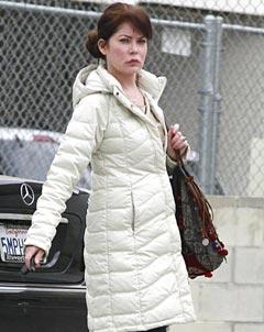 PIC: Lara Flynn Boyle Steps Out with Puffy, Swollen Face