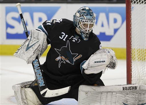 Clowe scores in shootout to lead Sharks over Preds