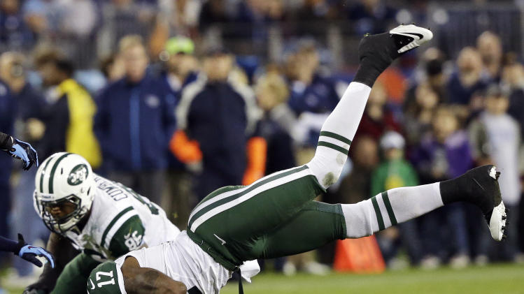 New York Jets wide receiver Braylon Edwards (17) makes a catch against the Tennessee Titans in the first quarter of an NFL football game, Monday, Dec. 17, 2012, in Nashville, Tenn. (AP Photo/Wade Payne)