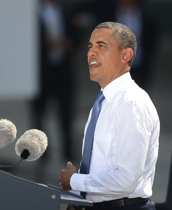 US President Barack Obama speaks in front of the Brandenburg Gate at Pariser Platz in Berlin, Germany, Wednesday June 19, 2013.  Appealing for a new citizen activism in the free world, President Barac