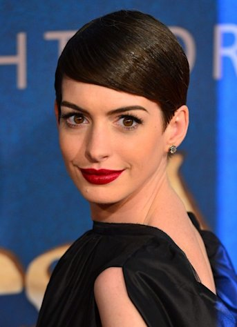 Anne Hathaway poses at the&#39;Les Miserables&#39; New York premiere at Ziegfeld Theatre on December 10, 2012 in New York City -- WireImage