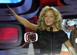 ACTRESS FARRAH FAWCETT ACCEPTS AWARD AT TV LAND AWARDS SHOW.