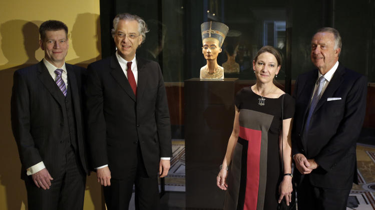 Johannes Evers, chariman of the Berlin Sparkasse Bank, Michael Eisenhauer, director general of the Berlin State Museums, Friederike Seyfried, director of the Berlin Egypt Museum and Bernd Neumann, Federal Government Commissioner for Culture and the Media, pose prior to a press preview of the exhibition 'In The Light Of Amarna' at the Neues Museum in Berlin, Germany, Wednesday, Dec. 5, 2012 due to the 100th Anniversay of the discovery of the bust of the Nefertiti. (AP Photo/Michael Sohn, pool)