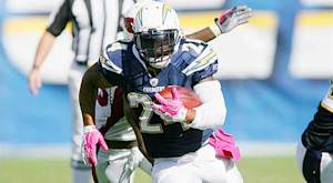 Chargers RB Mathews suffers broken clavicle