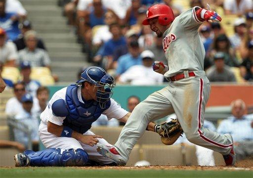 Kemp's HR in 12th helps Dodgers beat Phils 5-3