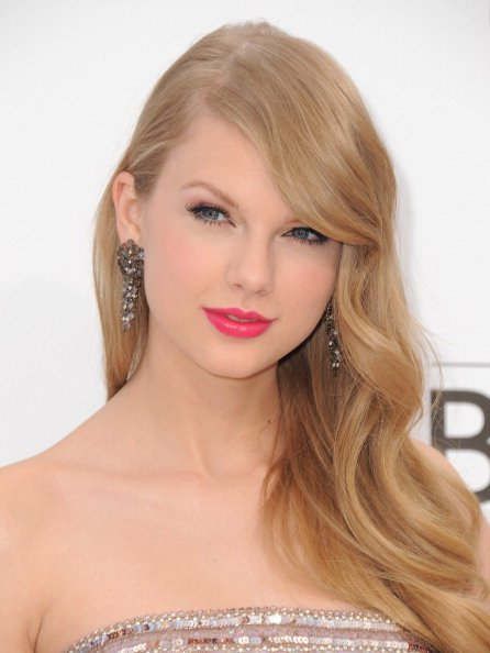 Singer Taylor Swift arrives at the 2011 Billboard Music Awards held at the MGM Grand Hotel & Casino on May 22, 2011 in Las Vegas, Nevada.