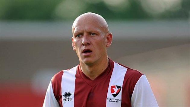 Matt Richards converted an injury-time penalty for Cheltenham