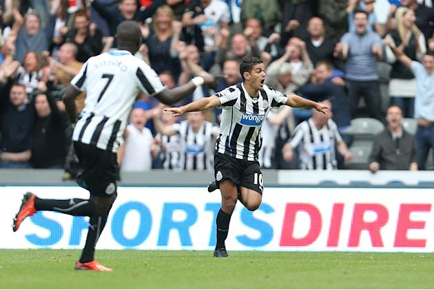 Soccer - Barclays Premier League - Newcastle United v Fulham - St James' Park