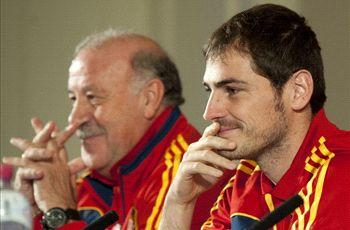 Del Bosque confesses to Spain goalkeeper dilemma