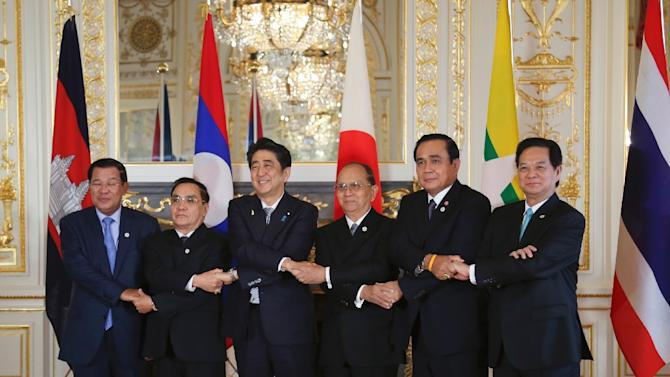 'Mekong Five' leaders are welcomed by Japanese Prime Minister Shinzo Abe (3rd R) prior to the 7th Mekong-Japan Summit in Tokyo on July 4, 2015