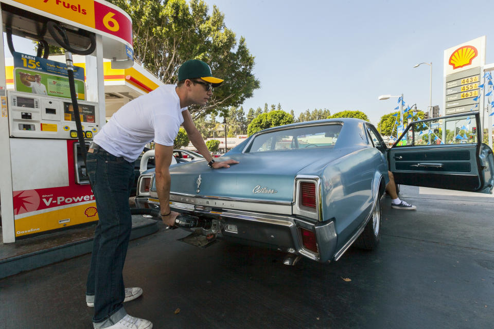 Calif. gas prices spike 8 cents a gallon overnight