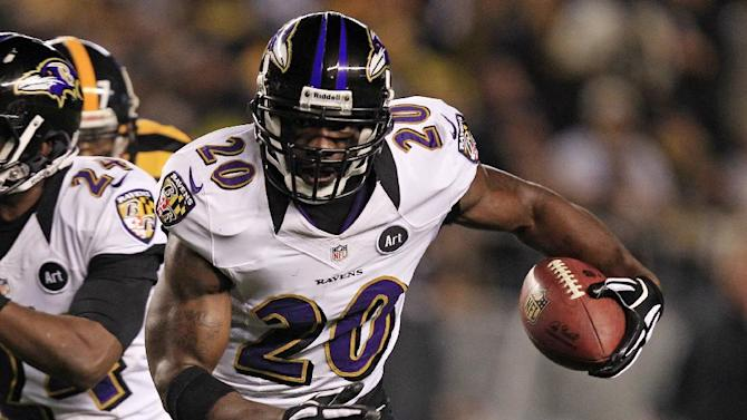 FILE - In this Nov. 18, 2012 file photo, Baltimore Ravens free safety Ed Reed (20) runs after recovering a fumble by Pittsburgh Steelers wide receiver Mike Wallace during the first quarter of an NFL football game in Pittsburgh. The Houston Texans will meet with free agent Reed on Thursday, March 14, 2013. The team said on its Twitter site that general manager Rick Smith is flying to pick up Reed in a private jet owned by team owner Bob McNair. (AP Photo/Gene J. Puskar, File)