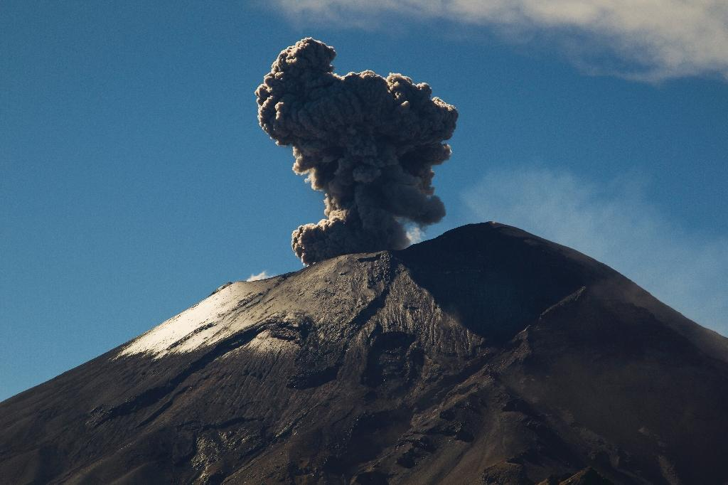 Mexico volcanic ash disrupts US, domestic flights