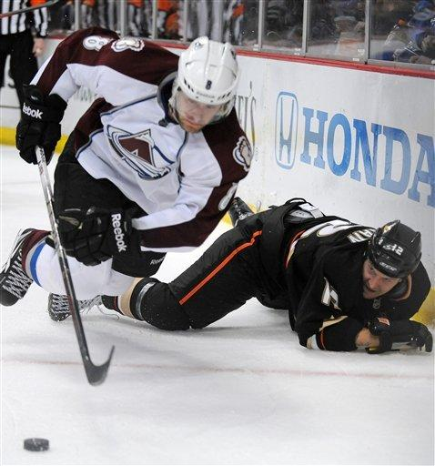Bobby Ryan scores twice in Ducks' 3-2 win over Avs