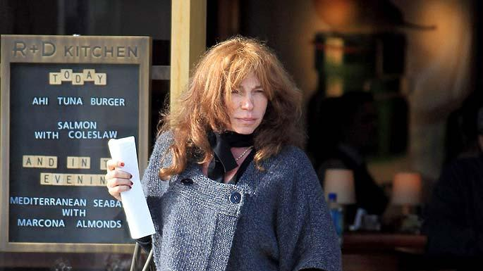 Carly Simon Grabs Lunch