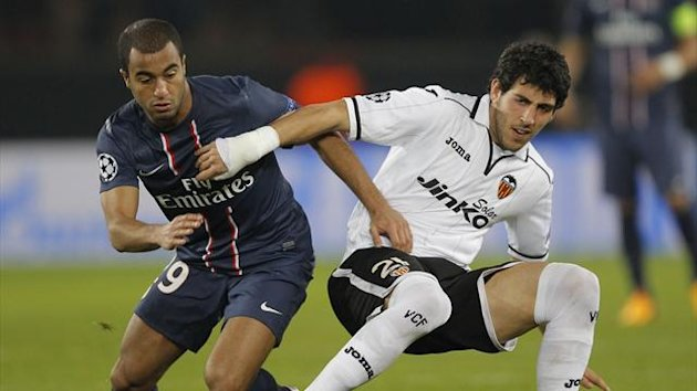 Paris St Germain's Lucas (L) challenges Valencia's Jeremy Mathieu during their Champions League soccer match at the Parc des Princes stadium in Paris, March 6, 2013 (Reuters)
