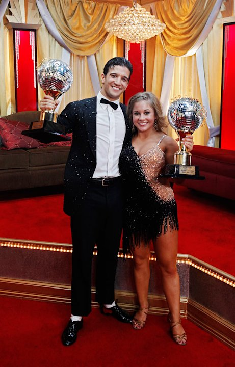 "After ten weeks of entertaining drama, surprises and dazzling performances, Shawn Johnson and her professional partner, Mark Ballas, broke away from the pack and were crowned champions of ""Dancing wit"