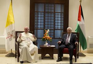 Pope Francis (L) and Palestinian Authority President…