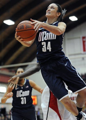 No. 2 Connecticut women beat Hartford 102-45