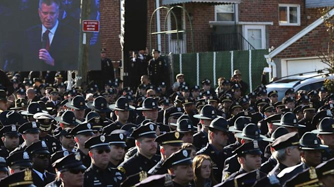 Hundreds Turn Their Back on de Blasio at NYPD Officer's Funeral