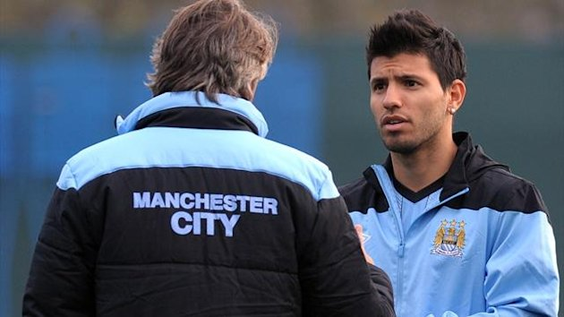 Roberto Mancini with Sergio Aguero (AFP)