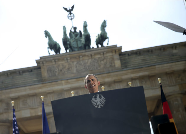 U.S. President Obama gives speech in front of the Brandenburg Gate at Pariser Platz in Berlin