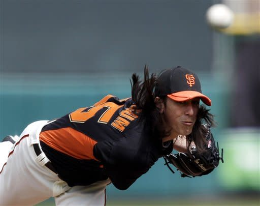 Giants rally to defeat Rockies 8-6