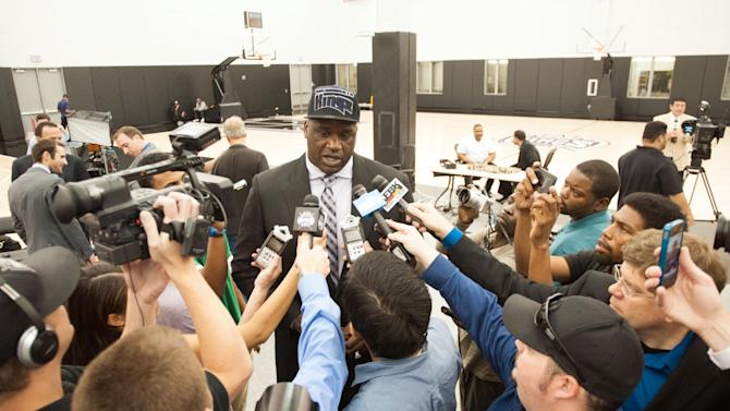 NBA: Shaquille O'Neil Press Conference