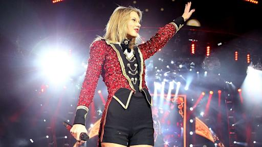 Taylor Swift Reveals Details on Next Album, Favorite Holiday Songs