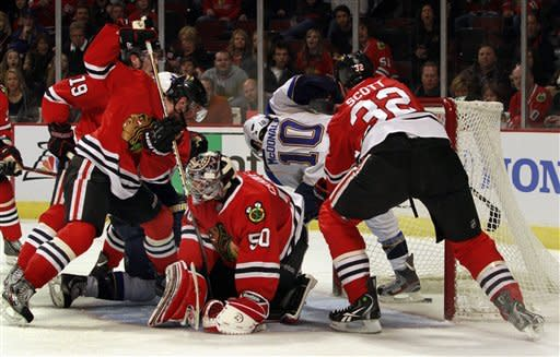 Blackhawks return home, rally past Blues 3-1
