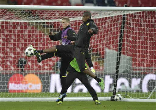 Dortmund's Sven Bender, left, and Felipe Santana of Brazil in action during a training session at Wembley Stadium in London, Friday May 24, 2013. Dortmund will face fellow German soccer team Bayern Mu