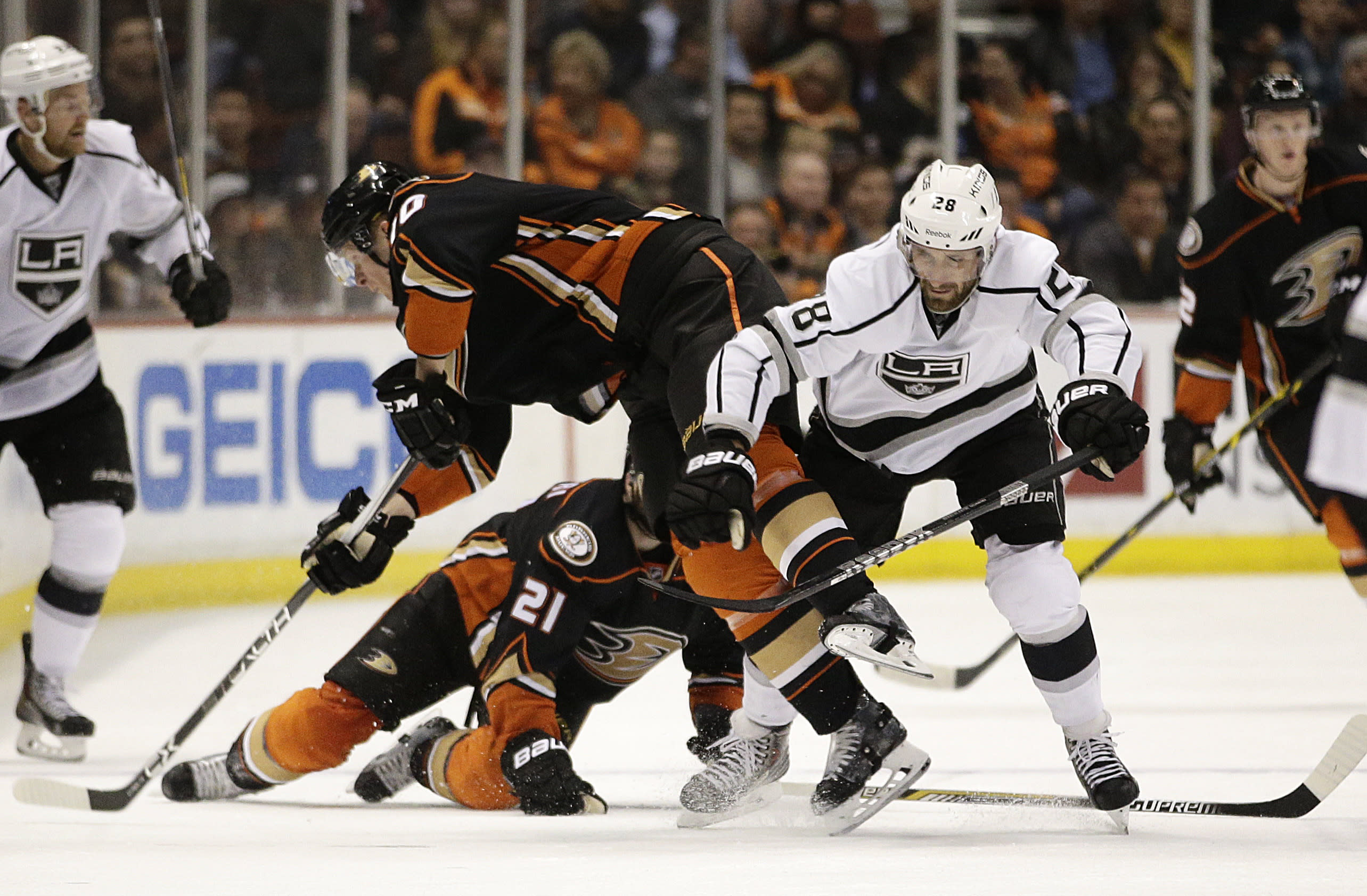 Perry's tiebreaker propels Anaheim Ducks past LA Kings 4-2