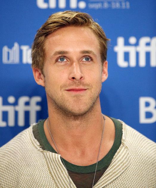 http://l3.yimg.com/bt/api/res/1.2/XAe9jj.FnauWwMO5P3upyA--/YXBwaWQ9eW5ld3M7Zmk9aW5zZXQ7aD02MzA7cT04NTt3PTUyNA--/http://l.yimg.com/os/275/2011/11/11/Ryan-Gosling-Getty_160717.jpg