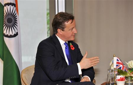 Britain&#39;s Prime Minister David Cameron talks to India&#39;s Prime Minister Manmohan Singh at the start of a bilateral meeting before the start of the G20 Summit of major world economies in Cannes November 3, 2011. REUTERS/Toby Melville