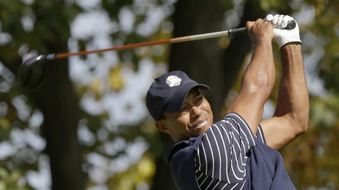 USA's Tiger Woods hits a drive on the third hole during a four-ball match at the Ryder Cup PGA golf tournament Saturday, Sept. 29, 2012, at the Medinah Country Club in Medinah, Ill. (AP Photo/David J. Phillip)