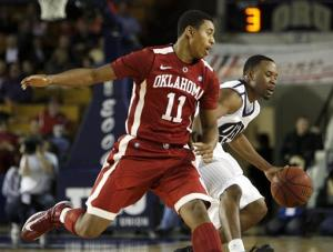 Oklahoma edges Oral Roberts 63-62