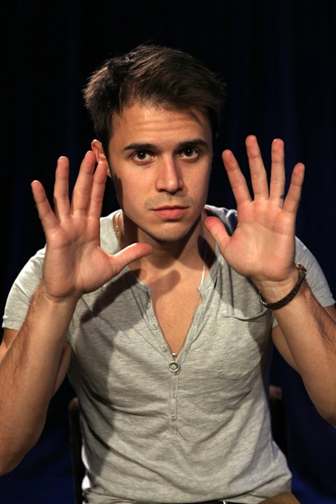 Kris Allen exclusive in-studio performance for Yahoo! Music