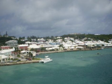 A photo of the coast of Bermuda.