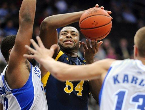 No. 17 Marquette routs Seton Hall, 67-46